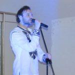 Французькому співаку в Україні подобається все, але найбільше борщ і сало