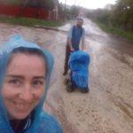 На Тернопільщині щоб захиститися від стихії, люди замотувалися у пакети від сміття (фото)