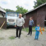 Там, де була худоба, живуть люди – чоловік з Тернопільщини зробив хату з хліва (відео)