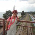 Поїздом 27 годин – Людмила Островська побувала у місті, куди ще бояться їхати