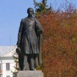 У Тернополі вирішили поміняти місцями два пам'ятники
